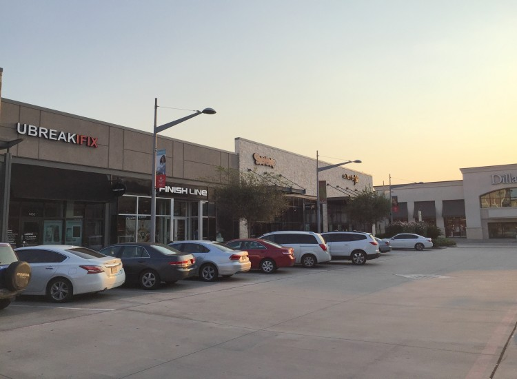 uBreakiFix Pearland Store Photo 3