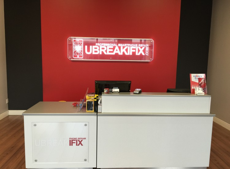 uBreakiFix Pearland Store Photo 4