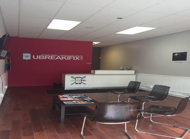 uBreakiFix Rockville Centre Store Photo 4