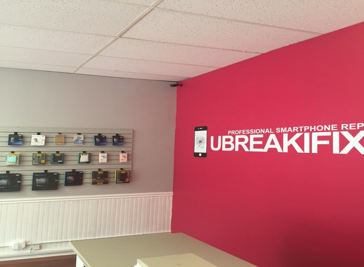 uBreakiFix Rockville Centre Store Photo 5